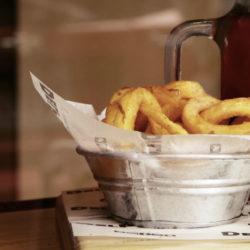 Pommes frites Mengen-Kalkulationen (Gramm pro Person)