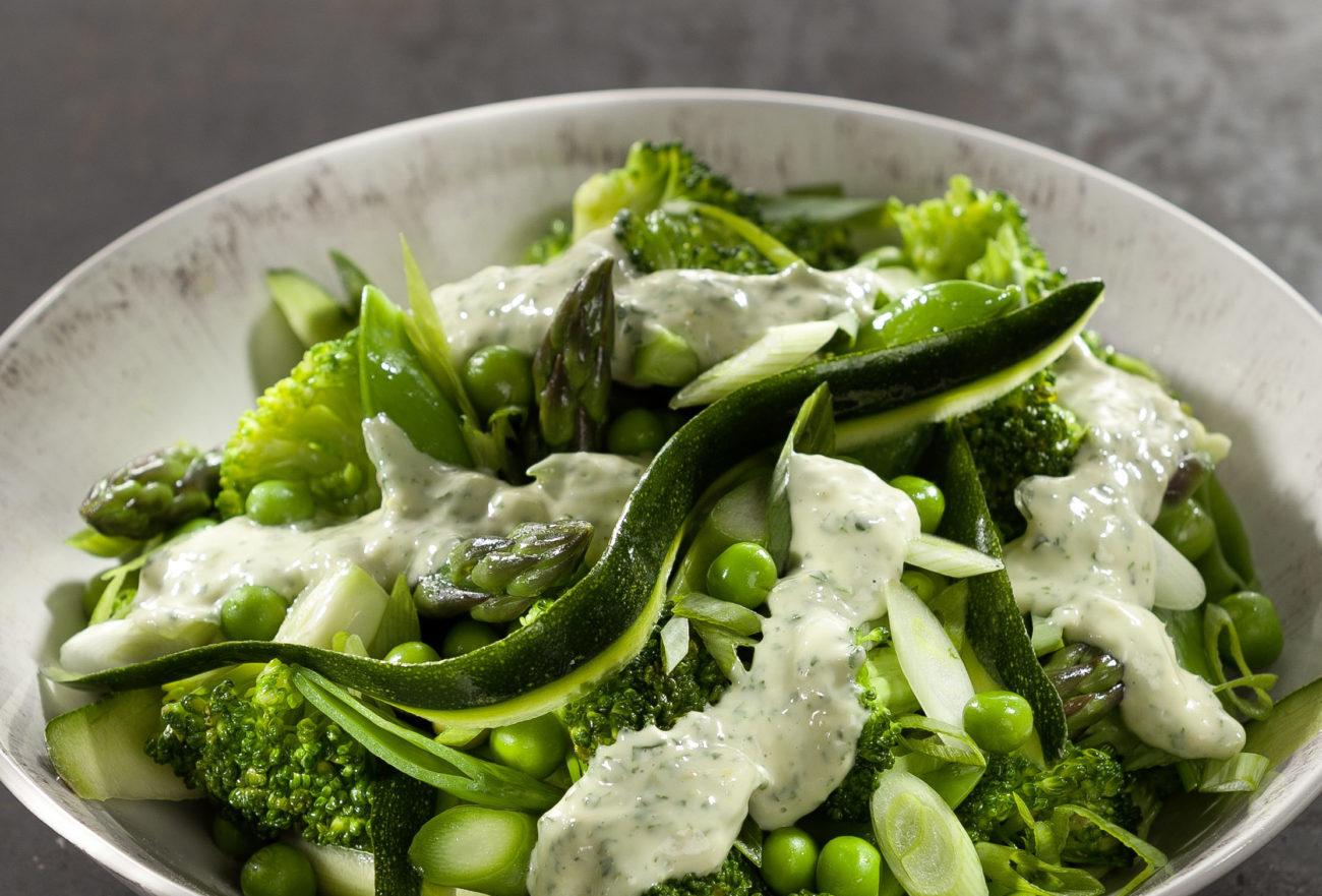 Brokkoli-Erbsen-Spargel-Salat – veganes Rezept von Attila Hildmann