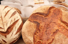 Zwei Laibe Brot