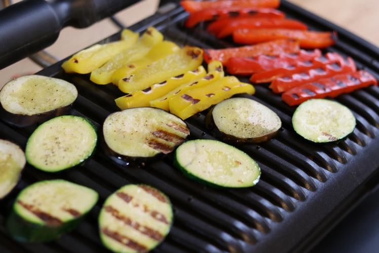 Zucchini, Aubergine und Paprika im OptiGrill zubereiten. Gleichmäßige Hitzeverteilung aber leider keine gleichmäßige Bräune.