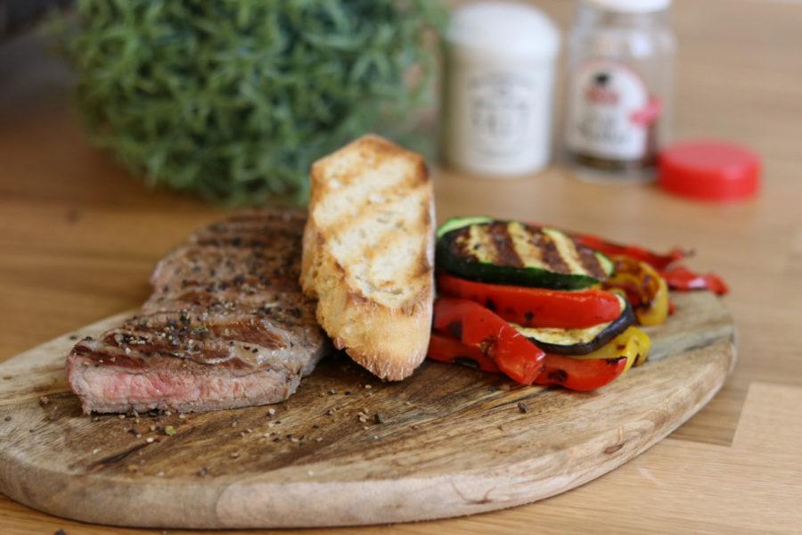 Steak mit gebratenem Gemüse