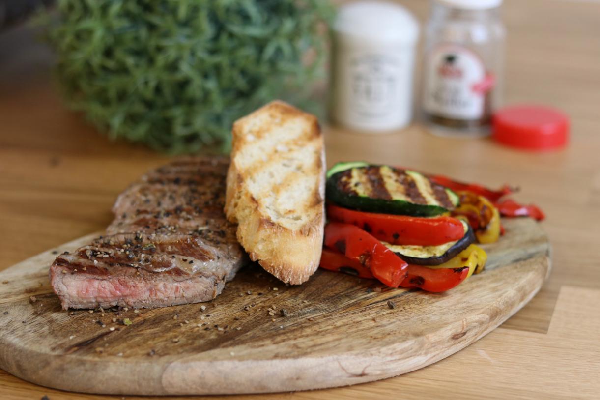 OptiGrill-Rezept: Steak mit Grillgemüse im Kontaktgrill zubereiten