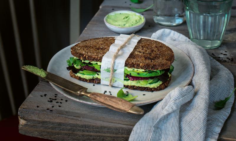 Rezept für ein pikantes Edamame-Avocado-Sandwich