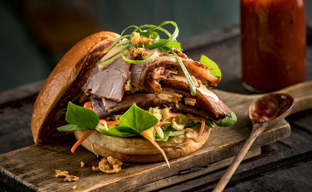 Rezept: BBQ-Rinderbrust mit Ananas-Coleslaw und Chipotle-Mayonnaise